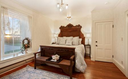 The Lincoln Honeymoon Suite With King Bed