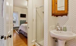 The Blackshere Room Private Bathroom