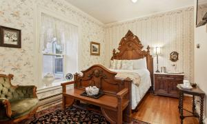The Prather Room With Queen Bed